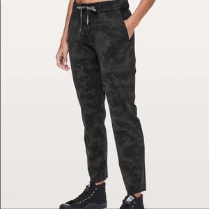 Lululemon sz 10 On the Fly Luxtreme pants joggers